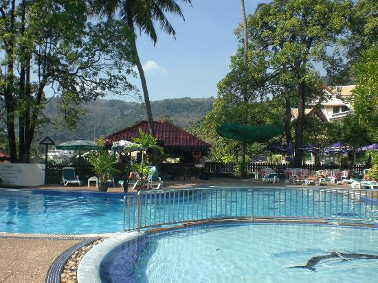 Patong Lodge Hotel: Pool area