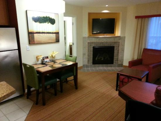 Residence Inn North Conway: Gas fireplace was nice.  Just set the timer!