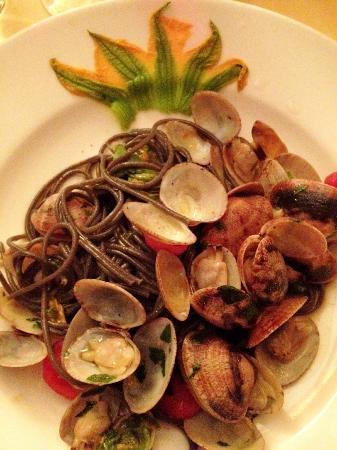 Al Covo: Black spaghetti with zucchini blossoms and clams