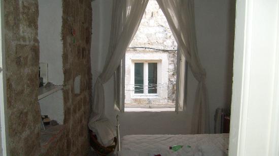 Libertas Apartments: Window in first floor bedroom