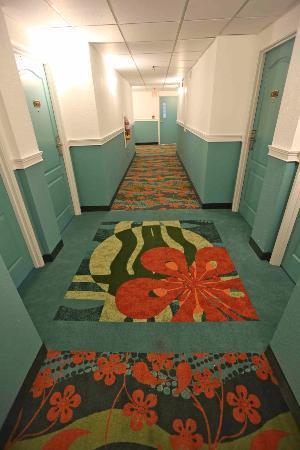 Best Western Plus Palm Beach Gardens Hotel & Suites & Conference Center : Hallway