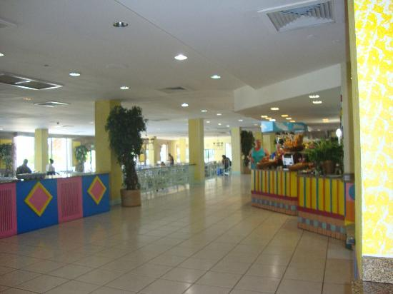 Breezes Resort & Spa Bahamas: buffett when not open i was late