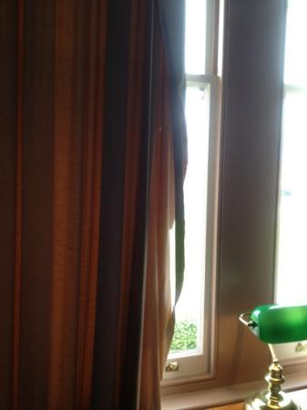 Rydges Hotel Hobart: torn curtain