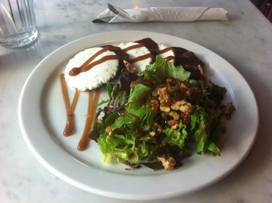 Piatto: Delicious beet & goat cheese salad