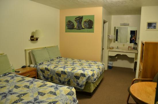 Independence Courthouse Motel: Room 2 Double Beds