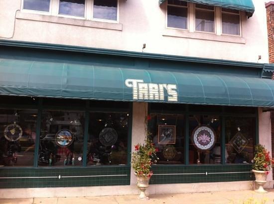 Tari's Cafe: storefront