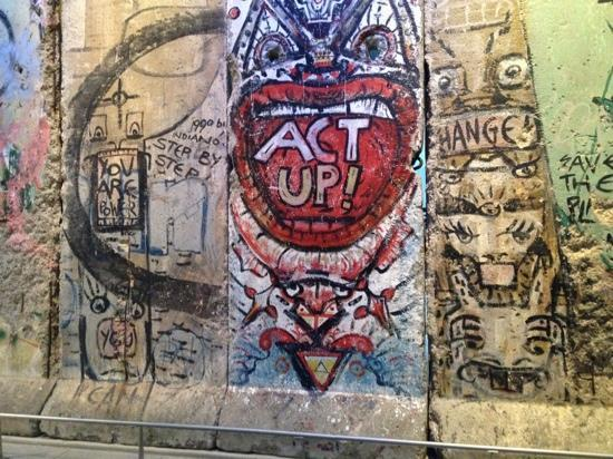 Newseum: Berlin Wall