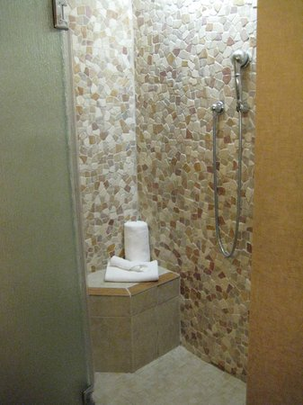 High Peaks Resort: Shower