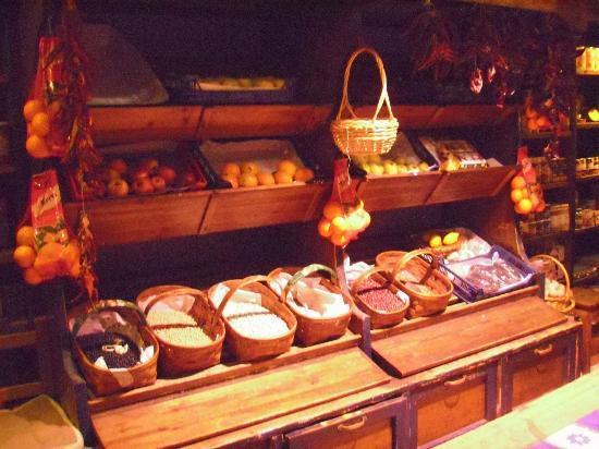 Casa Rufo : Metà negozio e metà ristorante