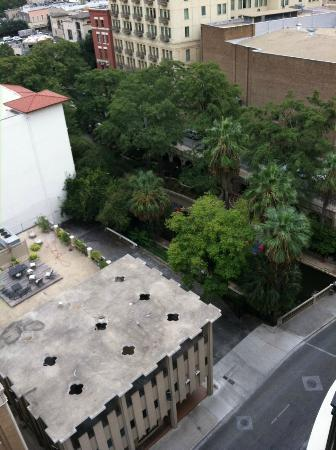 Courtyard San Antonio Riverwalk: View from the 12th floor balcony