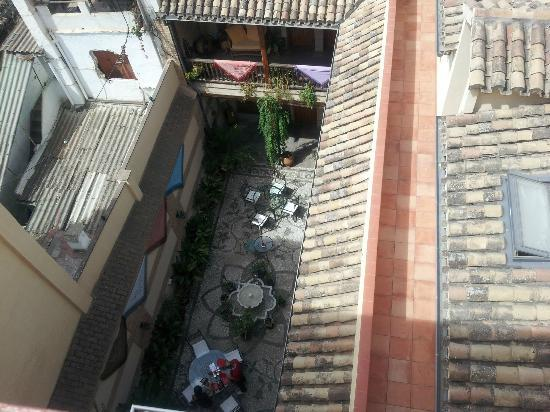 Abadia Hotel Granada: Patio and courtyard