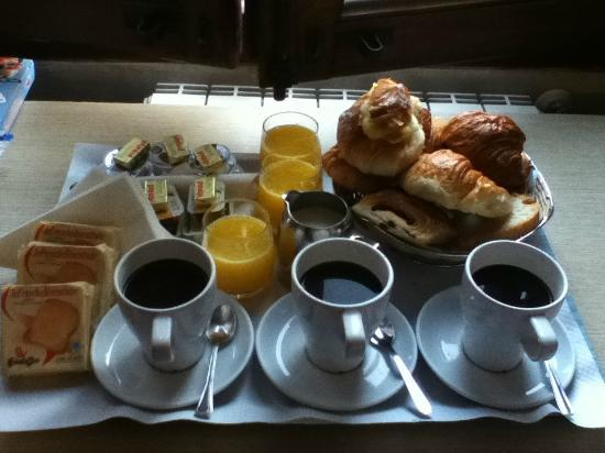 Auditorium di Mecenate: Breakfast in bed!