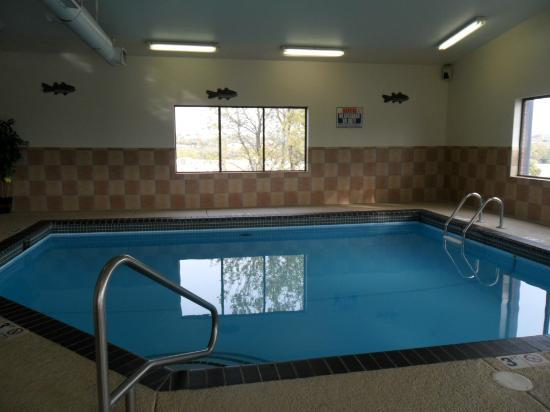 Baymont Inn & Suites Dubuque: Indoor pool