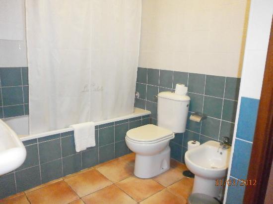 La Caleta: Baño completo, espacioso.