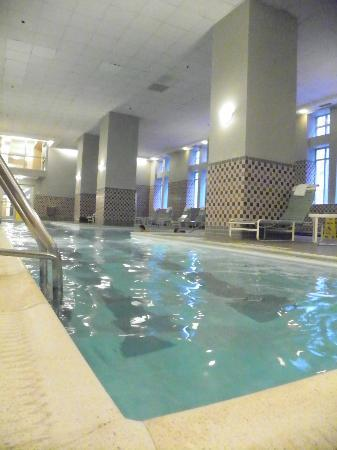 Philadelphia Marriott Downtown: salt water pool!  it didn't hurt the eyes!