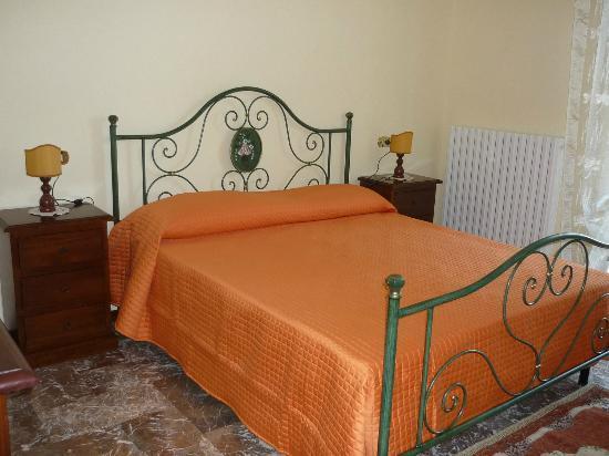 Residenza di Campagna: camera arancio