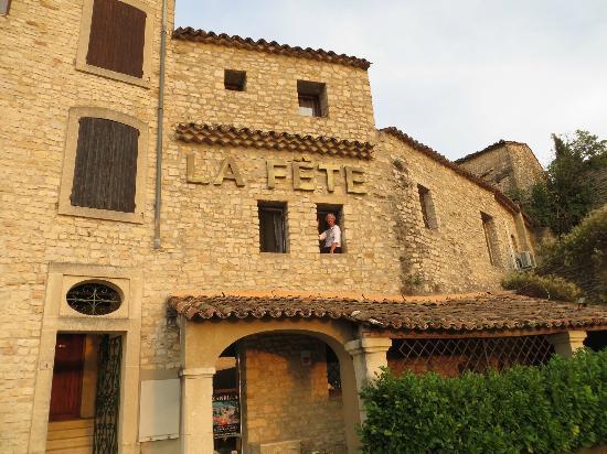 La Fête en Provence : Side view