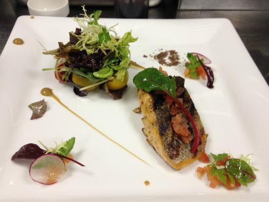 Porto Bello: Salmao com salada