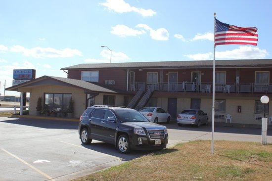 Midlands Lodge: Exterior