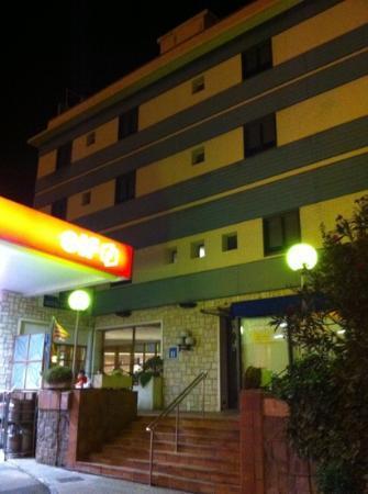Hotel Las Ventas: La entrada al hotel