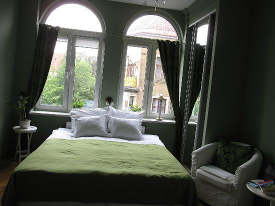 Angel House Bed & Breakfast : Nicely done, semi modern furnishings