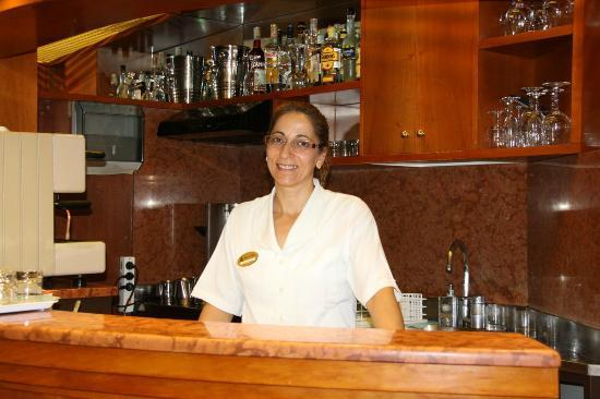 Hotel da Bruno: Carmella making coffee