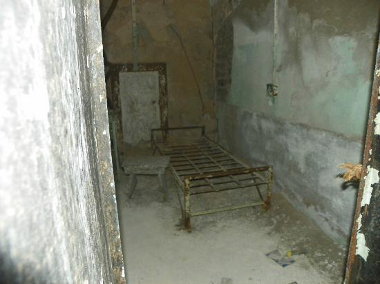 Eastern State Penitentiary: ruins of a cell