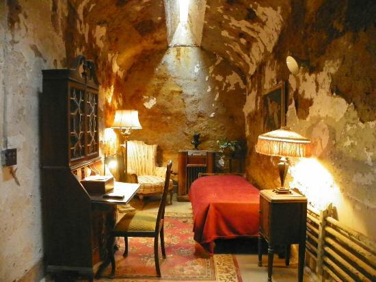 Eastern State Penitentiary: Al Capone's cell--furnished in the manner he had it