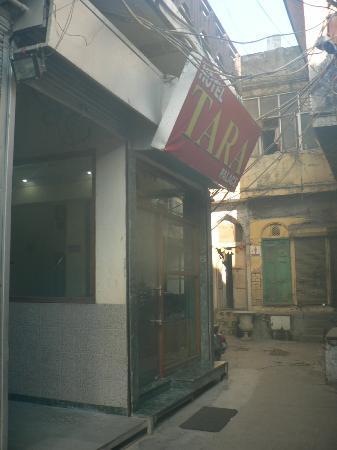 Hotel Tara Palace Chandni Chowk: Front door