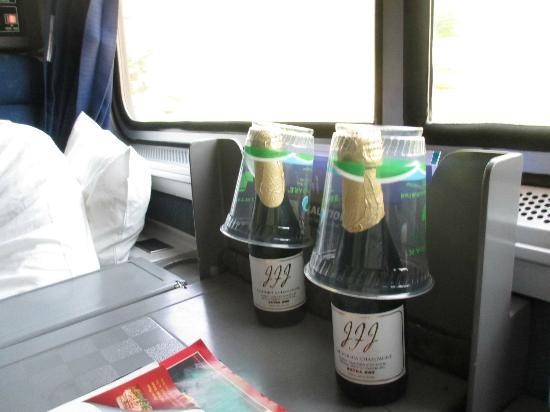 Coast Starlight: Complimentary Champagne