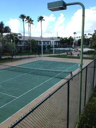 International Palms Resort & Conference Center Cocoa Beach: Tennis court
