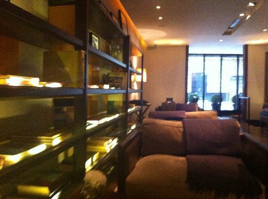 Serena Hotel: Reception