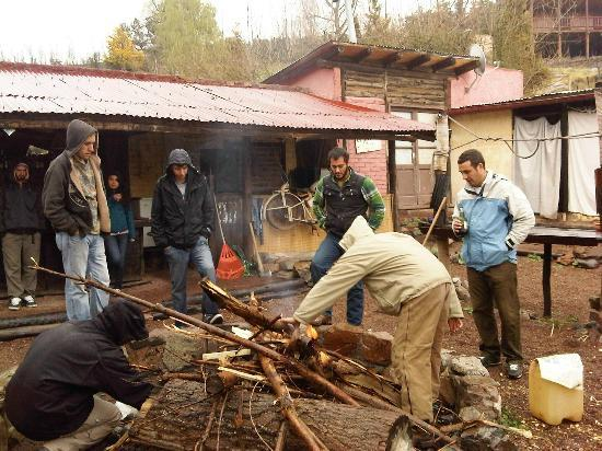 El Puesto Hostel: Fogon con agua nieve