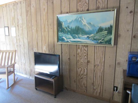 Edgewater Beach Resort: big tv!