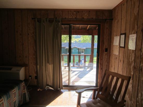 Edgewater Beach Resort: sliding glass doors