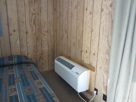 Edgewater Beach Resort: air conditioner