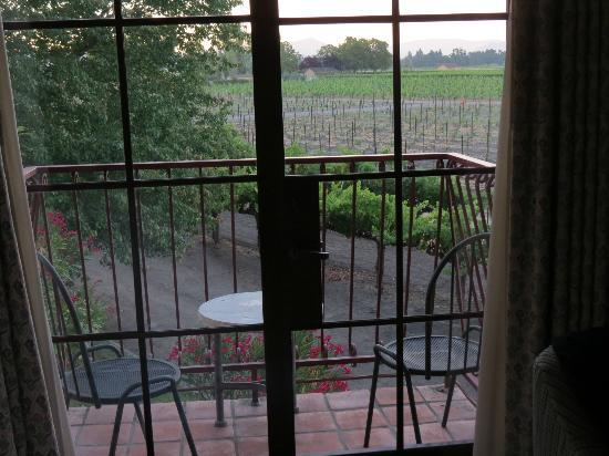 Vintners Inn: Our patio. Look at the view! Vineyards!