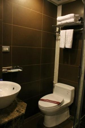 Angel Palace Hotel : Bathroom