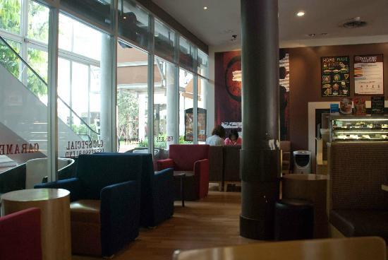 Gloria Jeans K Village: A relaxing cafe