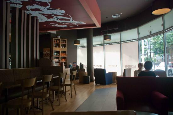 Gloria Jeans K Village: A comfortable cafe