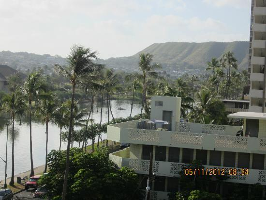 Waikiki Sand Villa Hotel: SHOT OF PART OF DIAMOND HEAD.