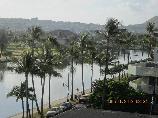 Waikiki Sand Villa Hotel : SHOT OF ALA WAI RIVER AND GOLF COURSE.