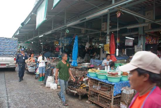 Khlong Toei Market: In the market