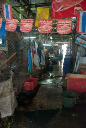 Khlong Toei Market : Deep within the market