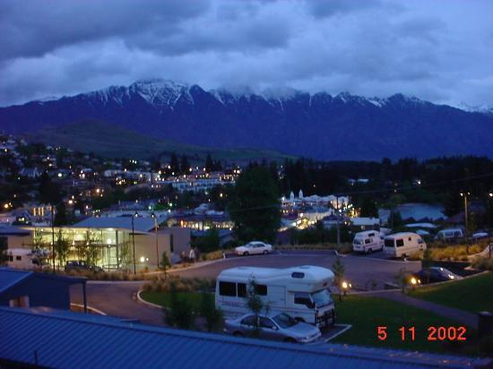 Queenstown Lakeview Holiday Park Night