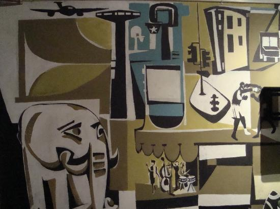Hotel des Arts: Room wall