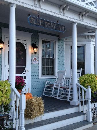 Blue Dory Inn: Front Porch @ The Blue Dory