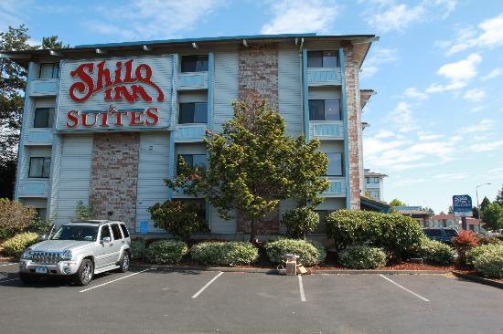 Shilo Inn & Suites Tacoma: side view of hotel