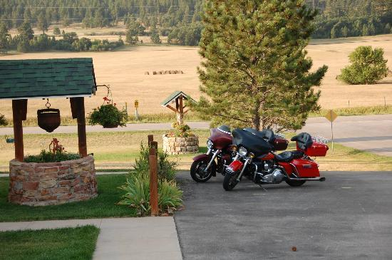 High Prairie Lodge: sprawling hills and farmland ranch area