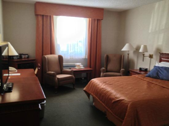 Travelway Inn Sudbury: Room 105